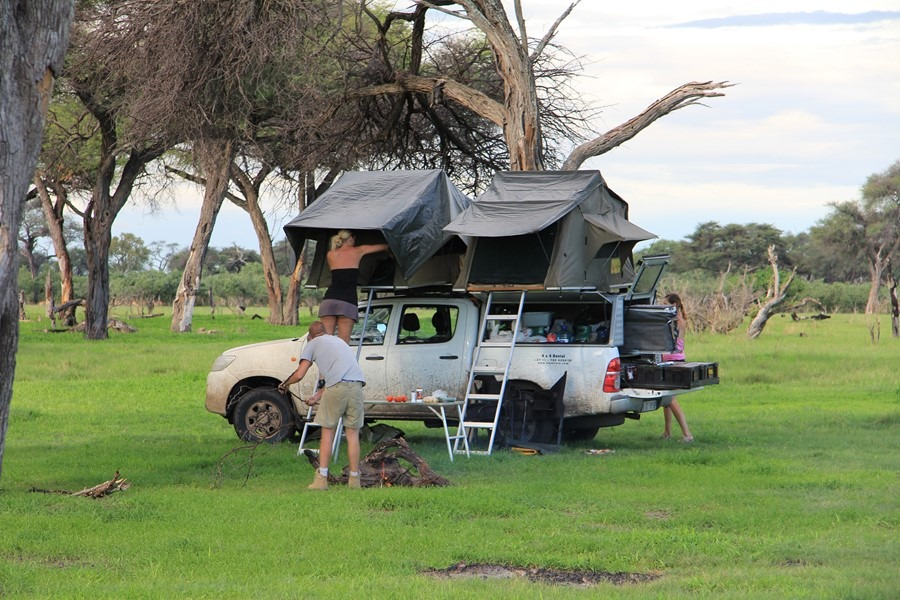 Toyota hilux two rooftent